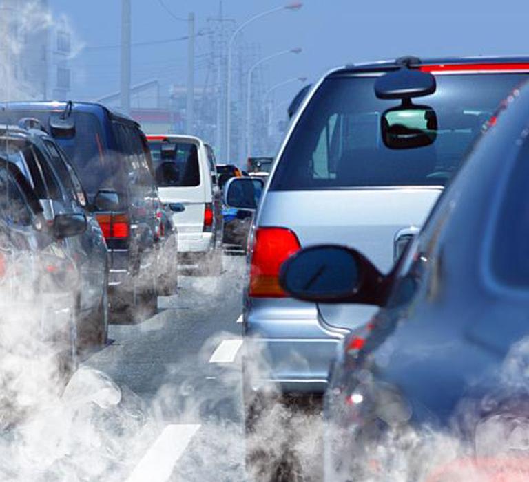 Výfukové emisie zautomobilov naceste